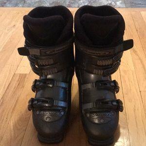 Women's Nordica downhill ski boots